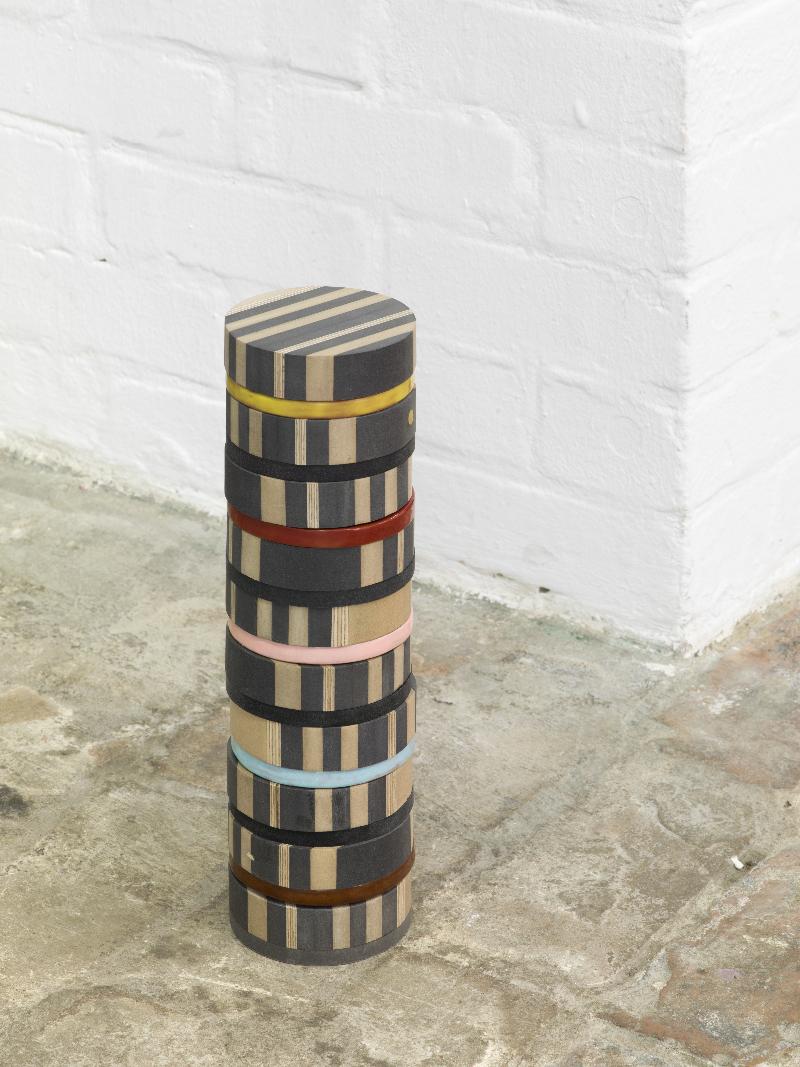 Marion Andrieu Chakra tower, 2017 Ceramic, MDF, plywood 38,2 x ø 11 cm Courtesy of the artist Photo : Roman März