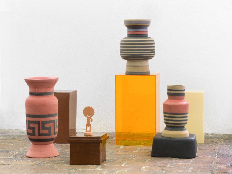 Marion Andrieu Urmenschen, 2017 Plexiglass, ceramic, MDF dimensions variable Courtesy of the artist Photo : Roman März