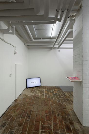 hinten Lucy Powell, 2013, Der Wanderschmerz rechts Lucy Powell, 2015, 100 Percent